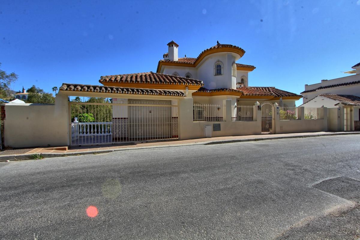 Villa 8 Dormitorios en Venta Mijas