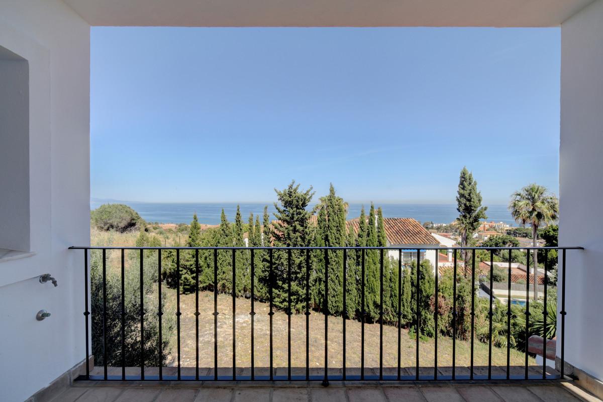 Detached Villa in Manilva R3433123