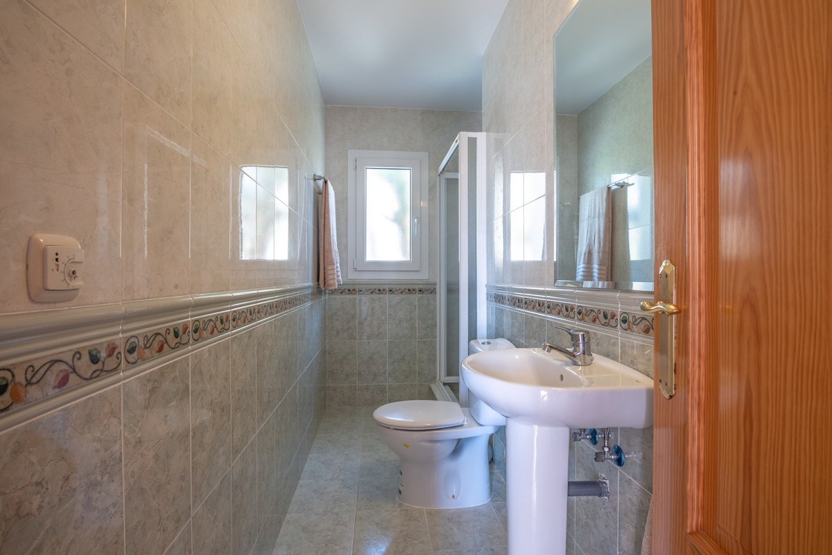 Villa con 4 Dormitorios en Venta Calahonda