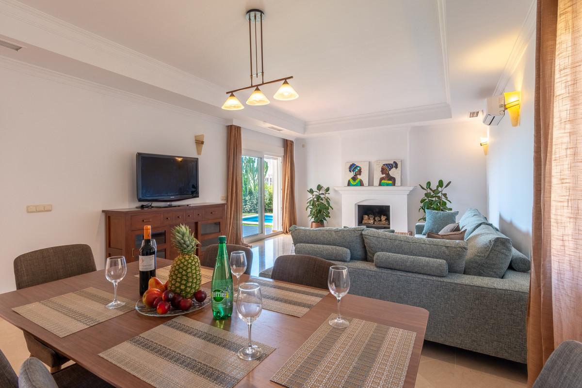Villa te koop in Calahonda R3462172