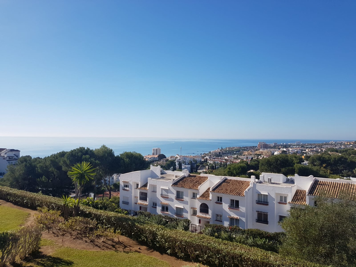 LOVELY SECOND FLOOR STUDIO IN MIRAFLORES RESORT  This lovely south west facing studio is situated  i,Spain