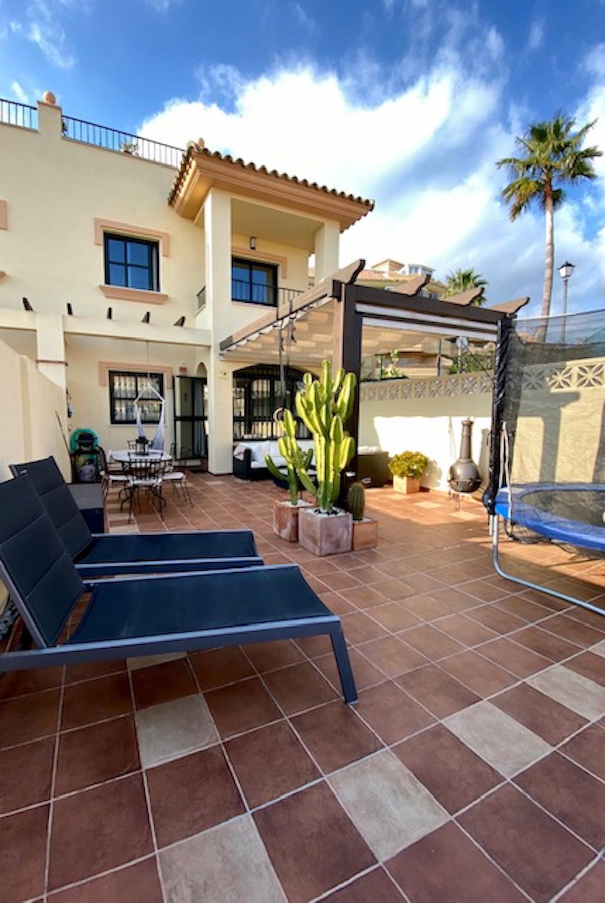 Townhouse, Los Pacos, Costa del Sol. 3 Bedrooms, 3 Bathrooms, Built 137 m², Terrace 98 m². 4 parking,Spain