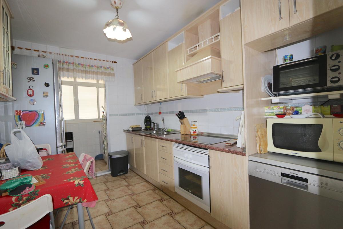 Apartment Middle Floor Fuengirola Málaga Costa del Sol R3715616 3
