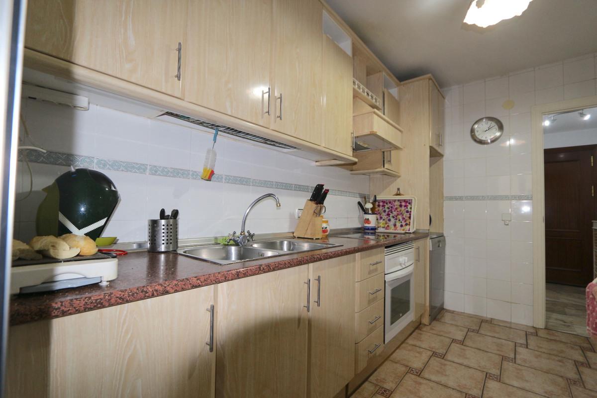 Apartment Middle Floor Fuengirola Málaga Costa del Sol R3715616 4