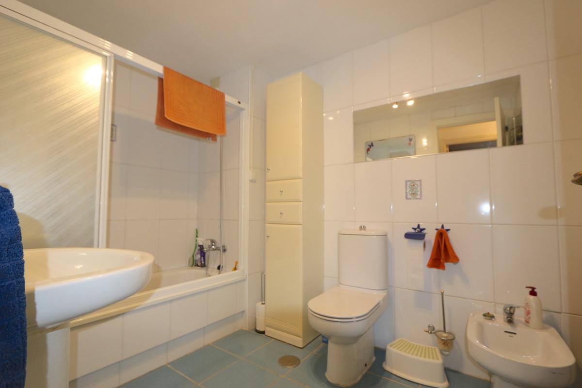 Apartment Middle Floor Fuengirola Málaga Costa del Sol R3715616 7
