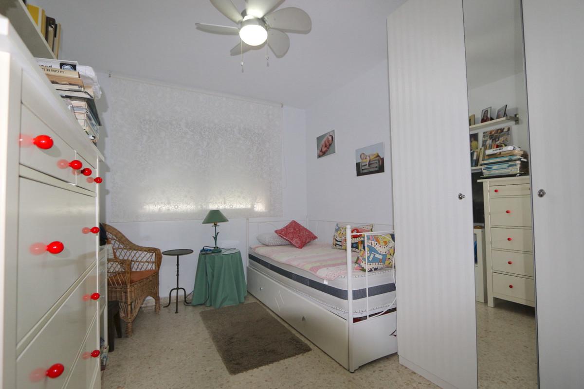 Apartment Middle Floor Fuengirola Málaga Costa del Sol R3715616 8