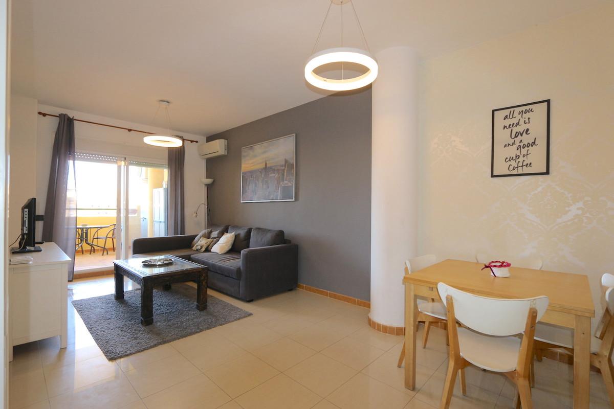 Middle Floor Apartment, Los Pacos, Costa del Sol. 2 Bedrooms, 2 Bathrooms, Built 103 m², Terrace 20 ,Spain