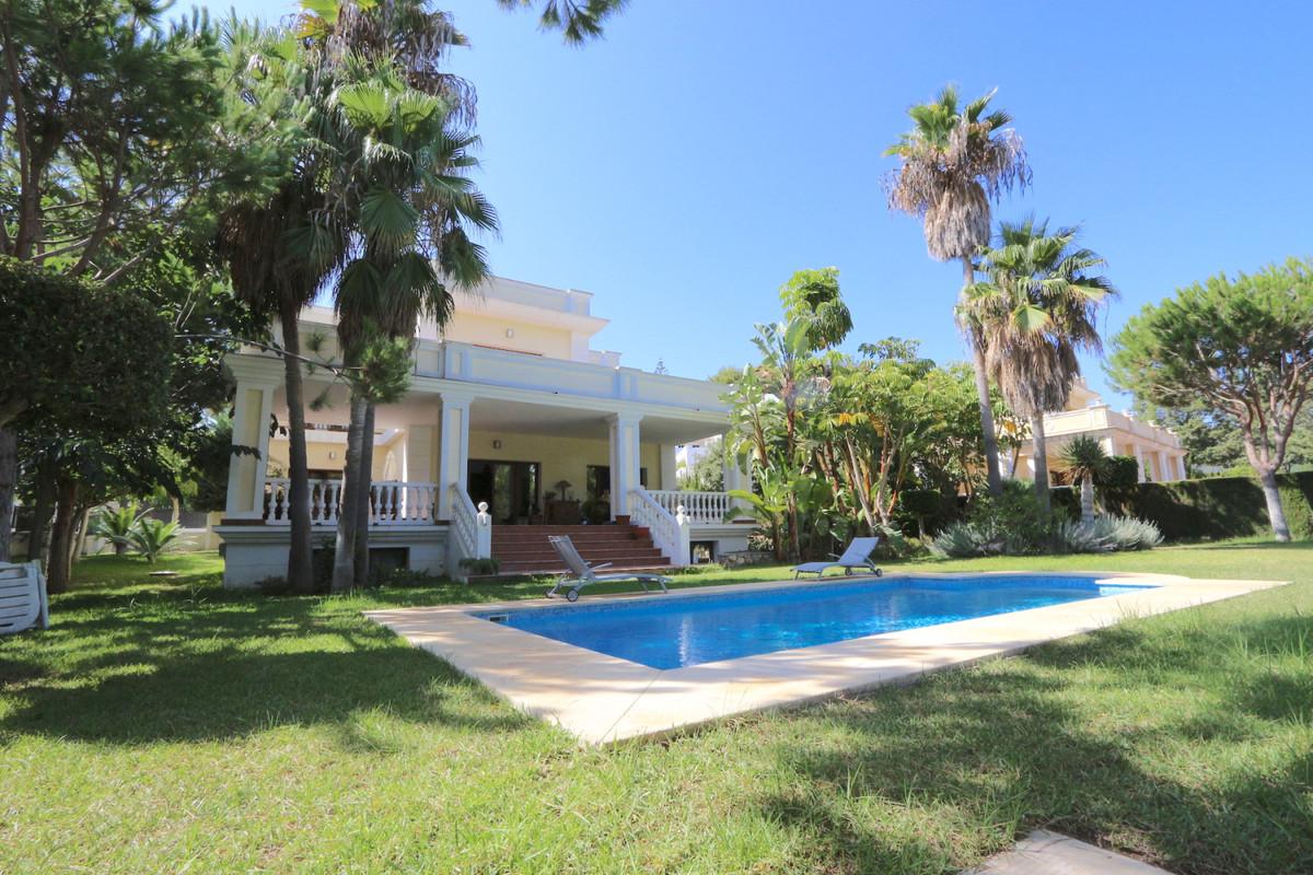Detached Villa, Hacienda Las Chapas, Costa del Sol. 4 Bedrooms, 3 Bathrooms, Built 479 m², Garden/Pl,Spain