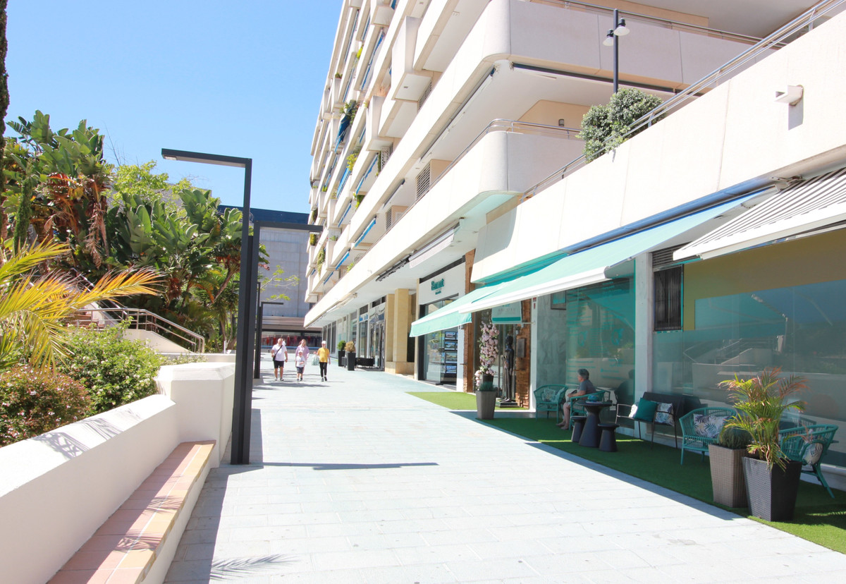 Modern renovated shop in Marina Banus.,Spain