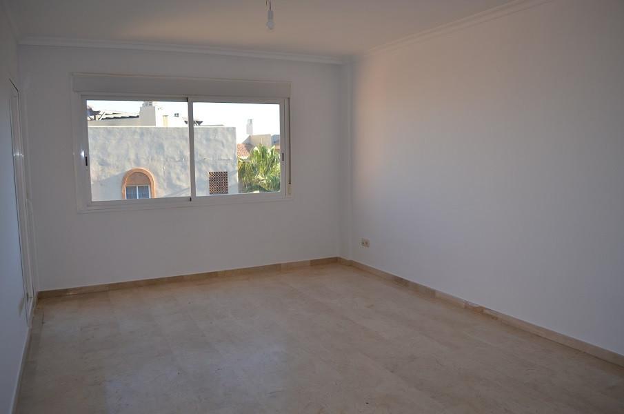 R2596097: Apartment for sale in Riviera del Sol