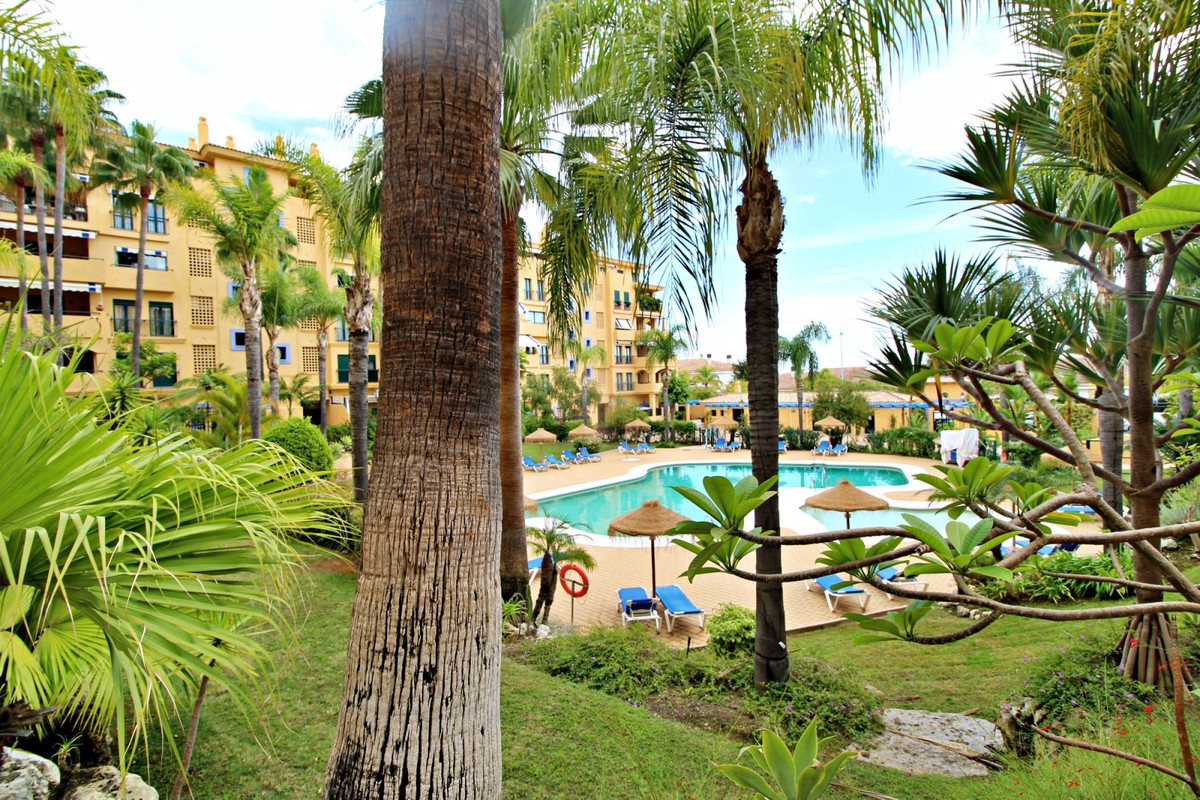 Modern ground floor apartment in gated community on the beachside of San Pedro. Walking distance to ,Spain