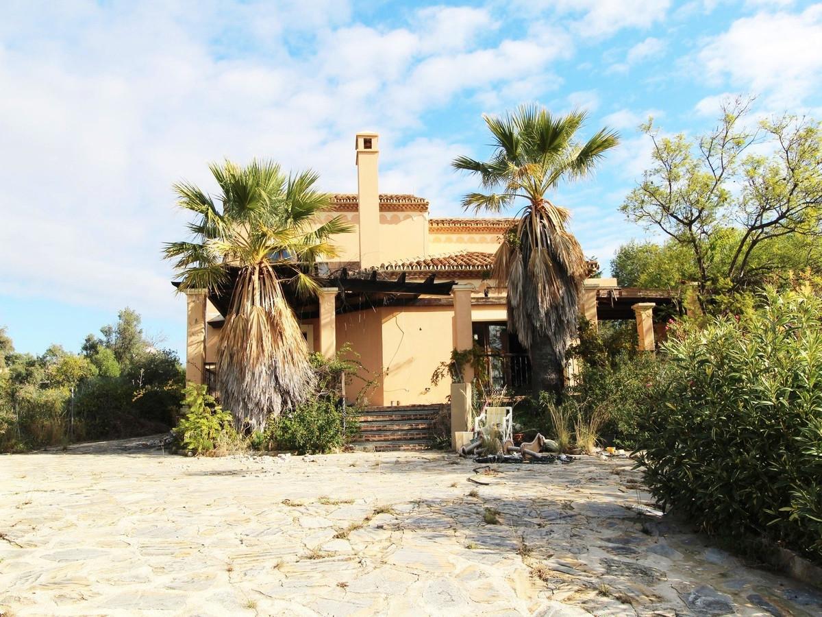 5 bedroom villa for sale new golden mile