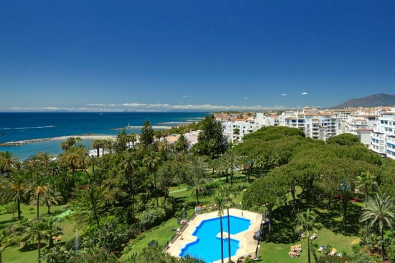 LUXURY PENTHOUSE- VERY PRESTIGIOUS URBANISATION IN PUERTO BANUS- BEAUTIFUL SEA VIEWS  This luxury pe,Spain