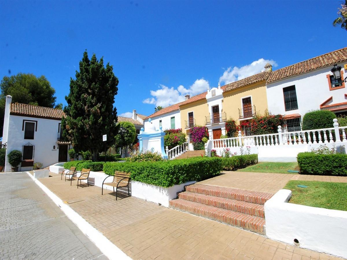 Unifamiliar  Pareada en venta   en Guadalmina Baja