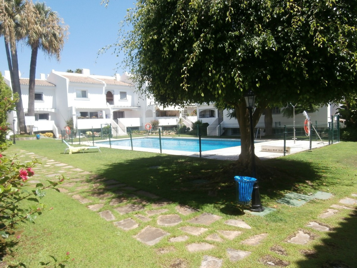 Reihenhaus Stadthaus in Nueva Andalucía R3450205