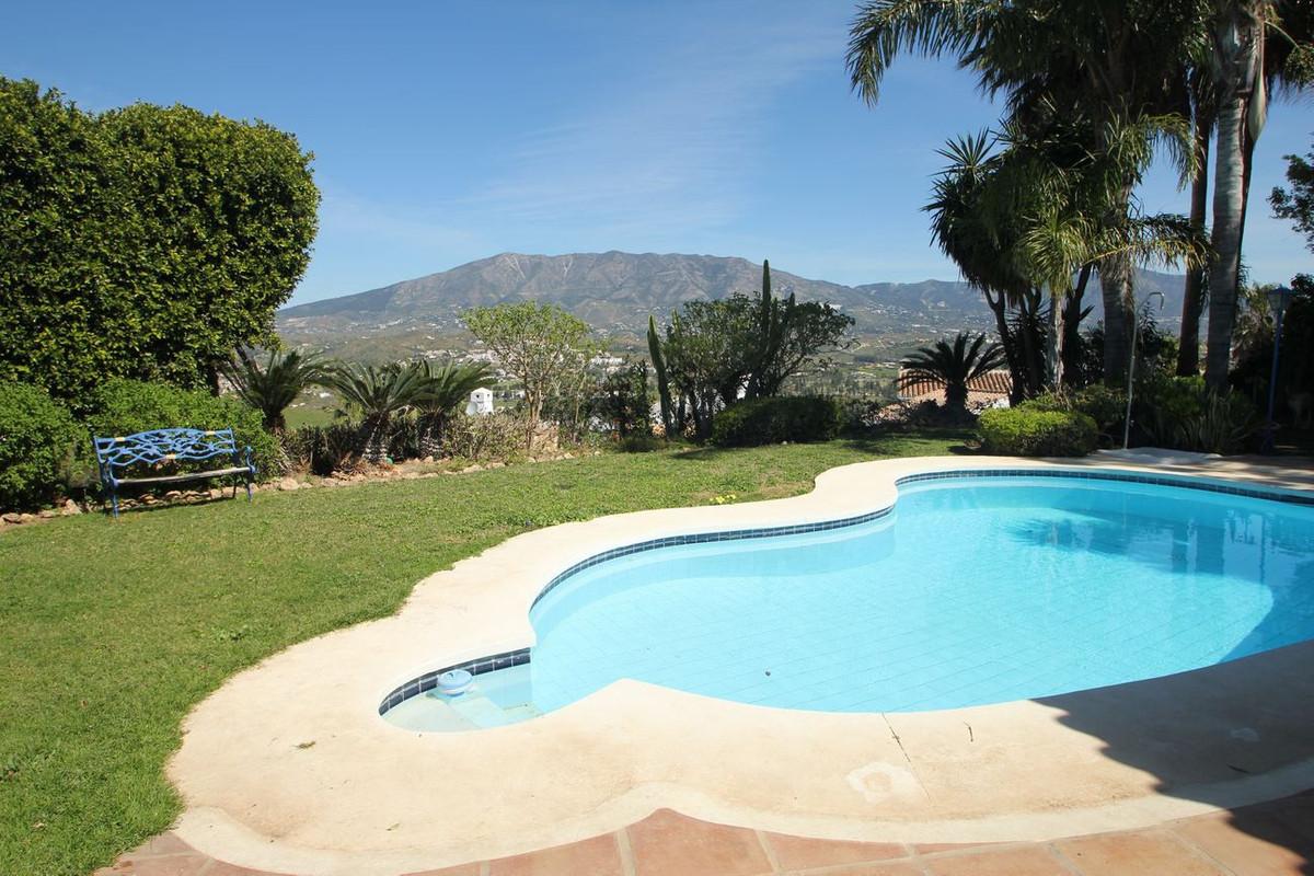 Villa for sale in Cerros del Aguila, Mijas Costa with 5 bedrooms, 5 bathrooms, 1 on suite bathroom a,Spain