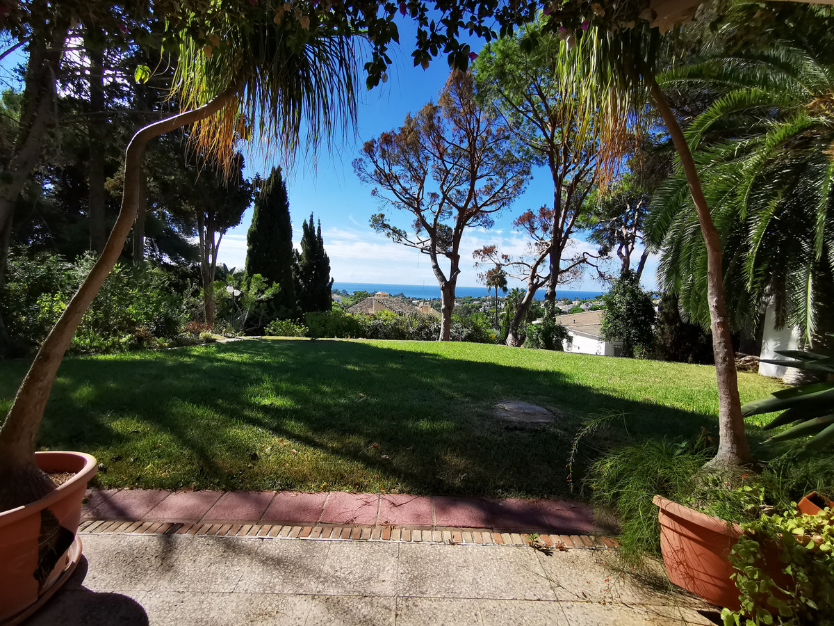 Plot for sale in Elviria, Marbella with with orientation south/east, with private swimming pool, pri,Spain