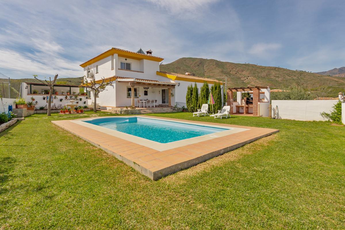 Villa for sale in Cala de Mijas, Mijas Costa with 4 bedrooms, 2 bathrooms, 1 toilet and with orienta,Spain