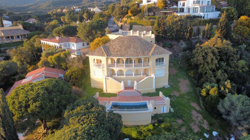 Villa, Detached  for sale    in Elviria