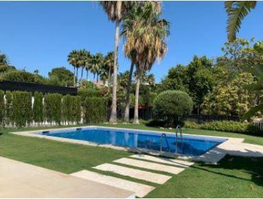 Villa for sale in Alta Vista, San Pedro de Alcantara with 4 bedrooms, 5 bathrooms and with orientati,Spain