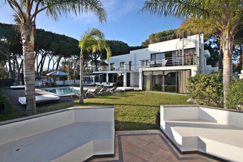 Villa for sale in Cabopino, Marbella East, with 8 bedrooms, 9 bathrooms, 8 en suite bathrooms, 1 toi,Spain