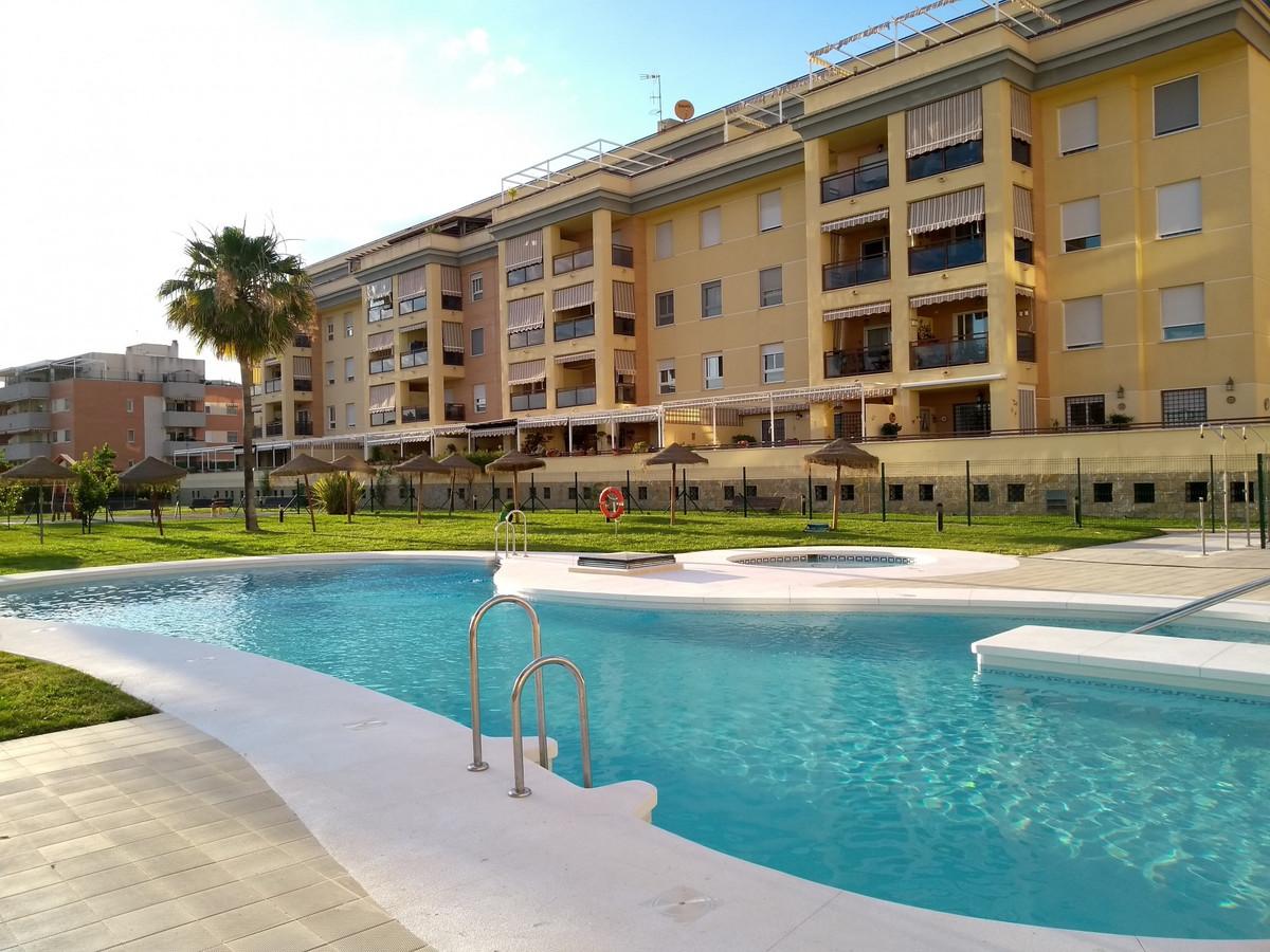 Apartament na środkowym piętrze na sprzedaż w Málaga R3418465