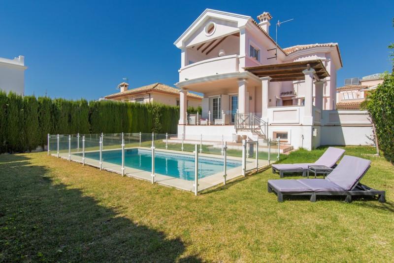 Villa for sale in Alta Vista, San Pedro de Alcantara, with 4 bedrooms, 4 bathrooms and has a swimmin,Spain