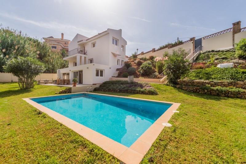 Villa for sale in El Rosario, Marbella East, with 4 bedrooms, 3 bathrooms, 1 en suite bathrooms, the,Spain
