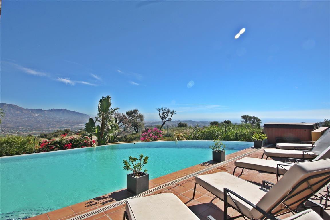Detached Villa for sale in La Mairena R2293313