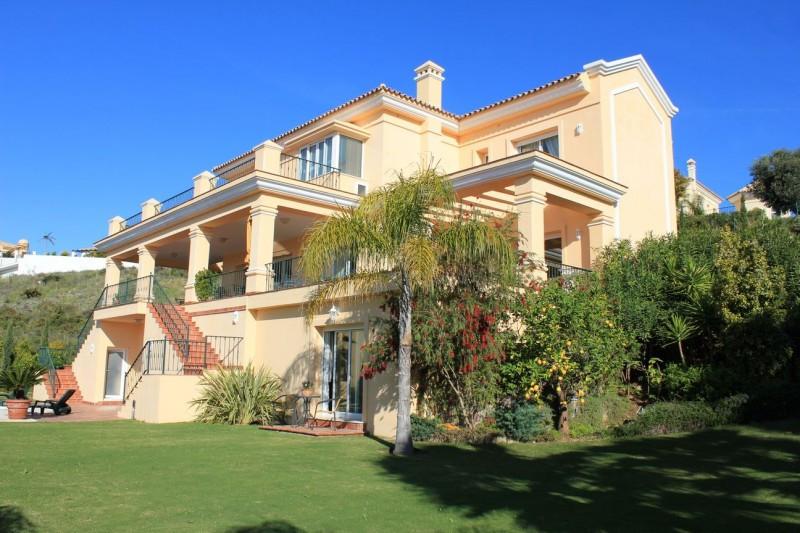Villa for sale in Los Flamingos, Benahavis, with 6 bedrooms, 6 bathrooms, 1 toilets, the property wa,Spain