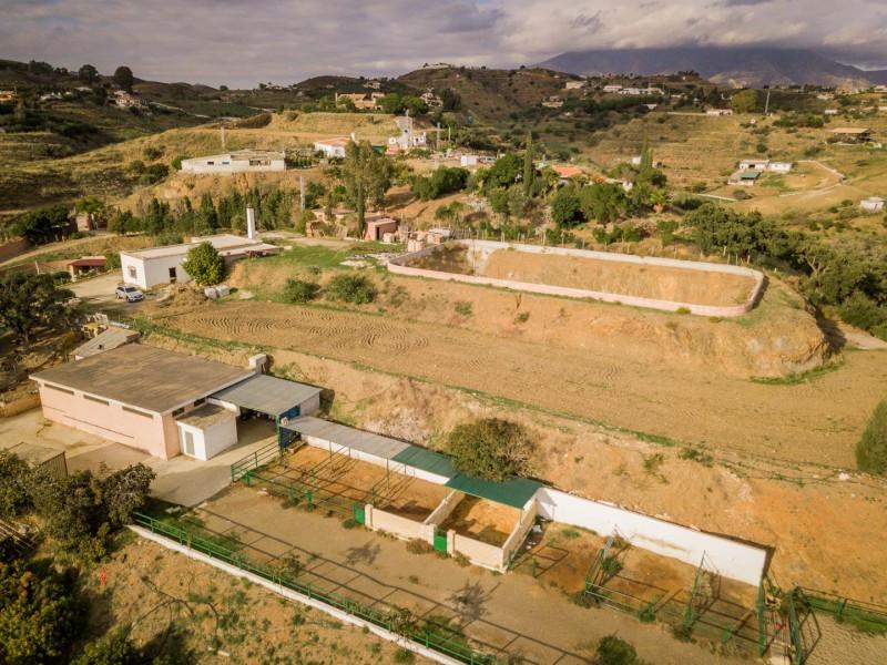Development Land for sale in Cala de Mijas, Mijas Costa and has a garage (Private) and a garden (Pri,Spain