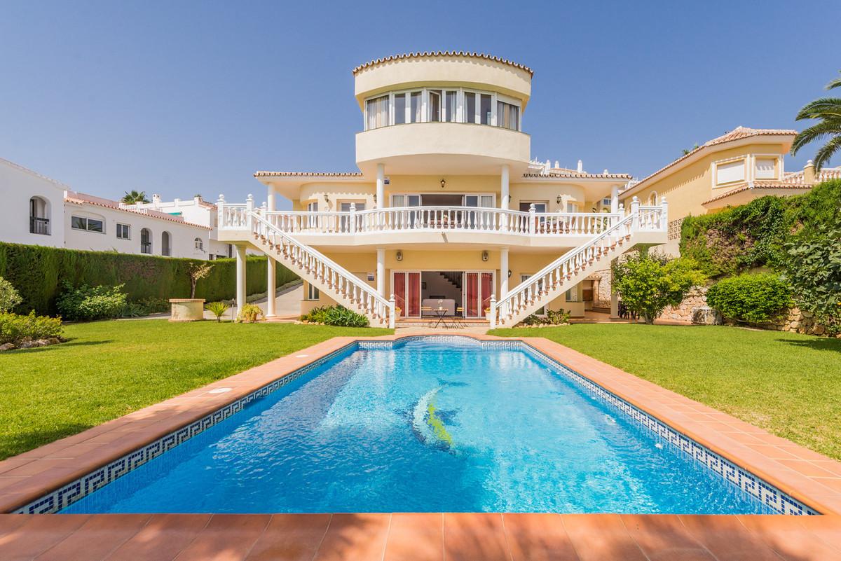 Villa for sale in Torrenueva, Mijas Costa, with 5 bedrooms, 4 bathrooms, 1 en suite bathrooms, the p,Spain