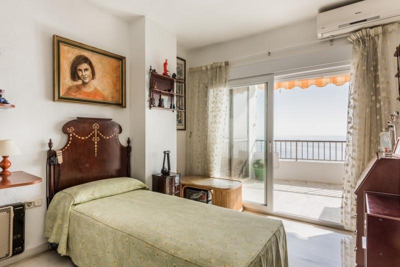 Apartamento con 5 Dormitorios en Venta Torremolinos