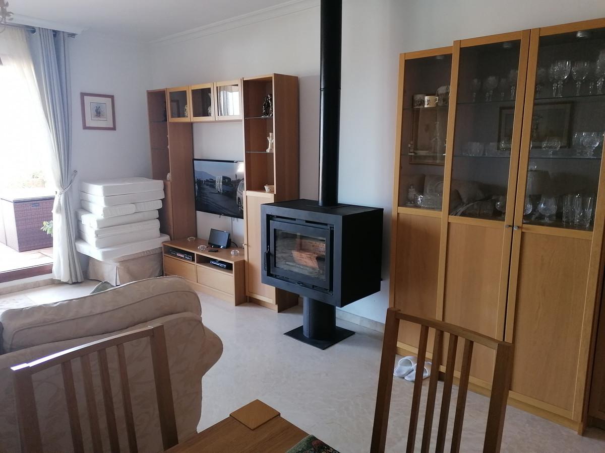 Apartamento Planta Media en La Mairena, Costa del Sol