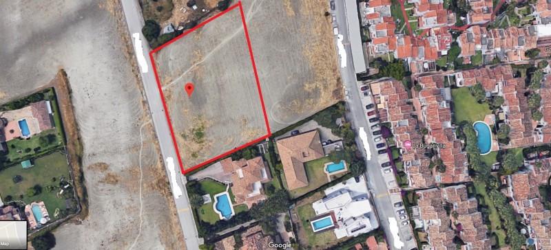 Plot for sale in Belaire, Estepona. Regarding property dimensions, it has 2850 m² plot.   This prope,Spain