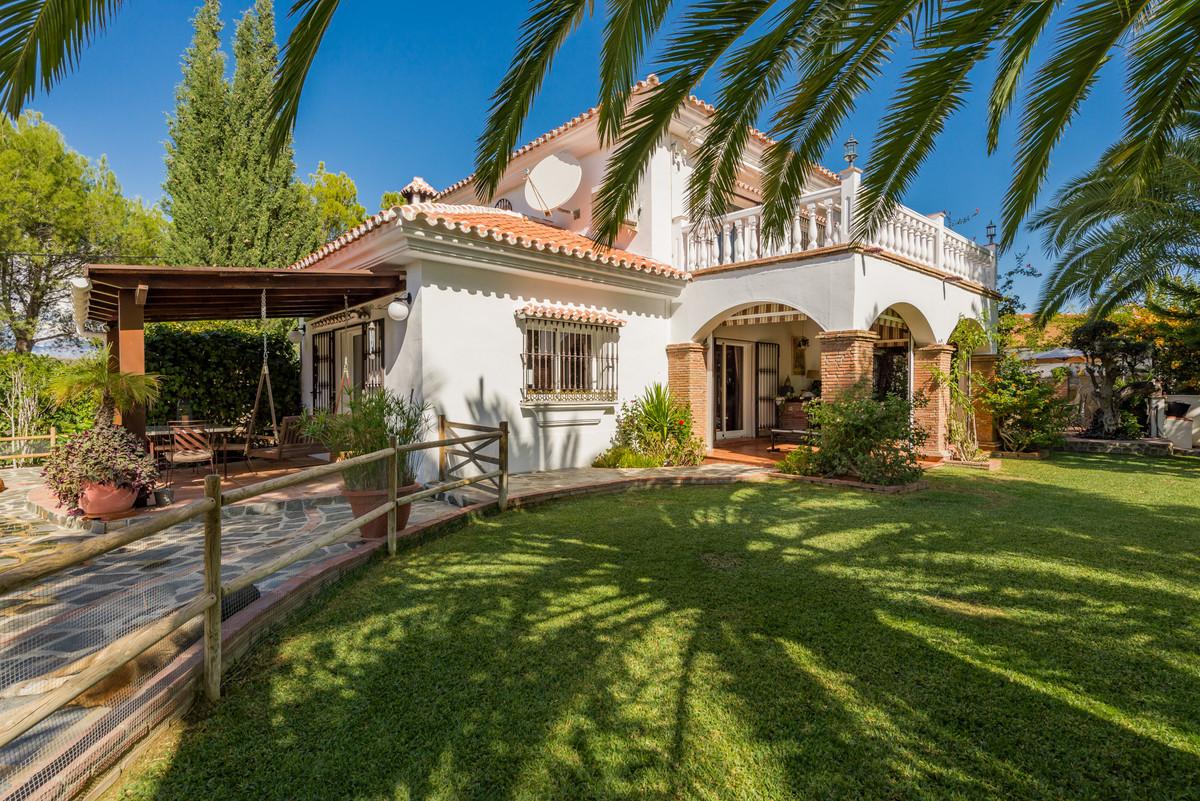 Villa for sale in Coin, with 4 bedrooms, 3 bathrooms, 1 en suite bathrooms, the property was built i,Spain