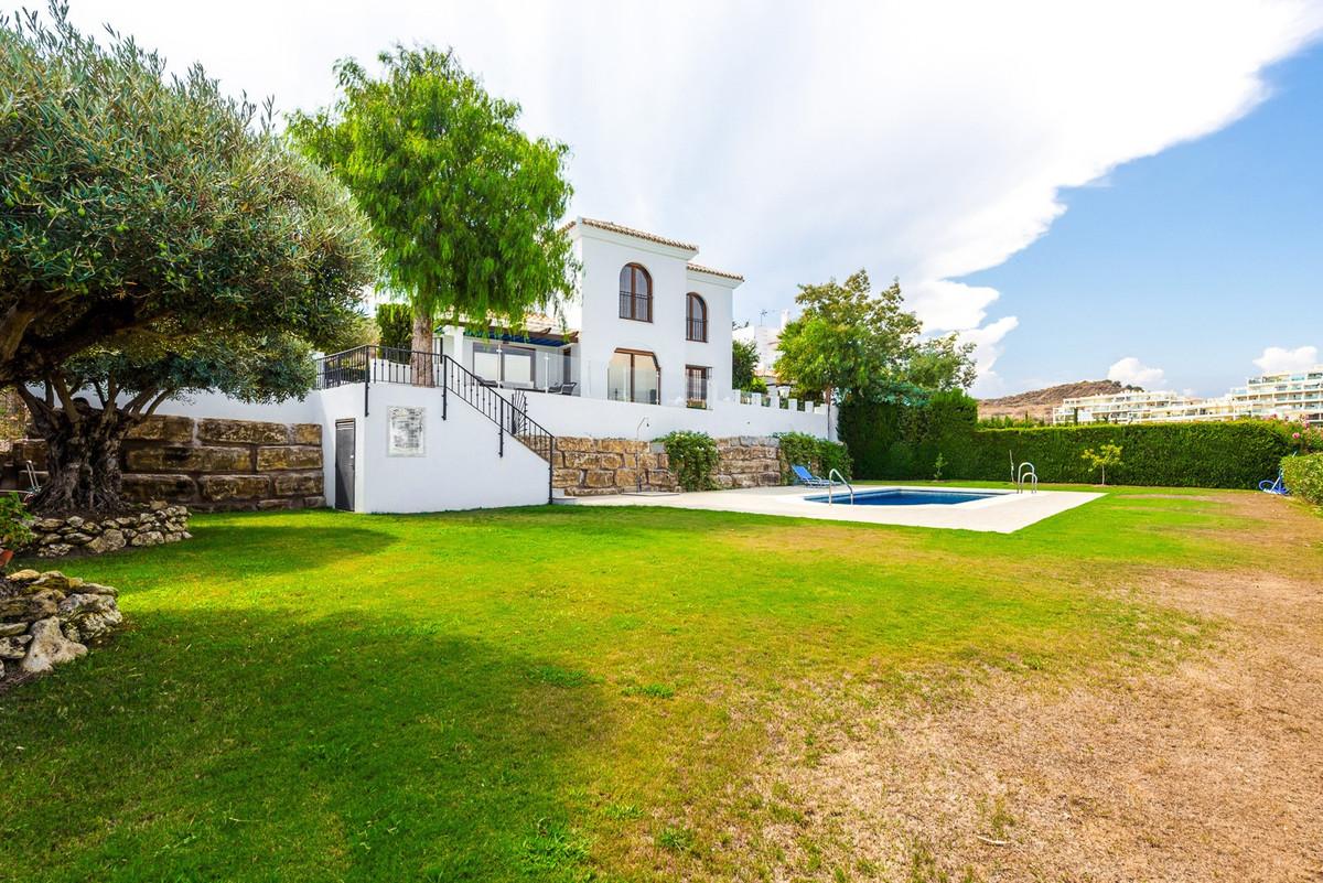 Villa for sale in Mijas Costa, with 4 bedrooms, 3 bathrooms, 2 en suite bathrooms, the property was ,Spain