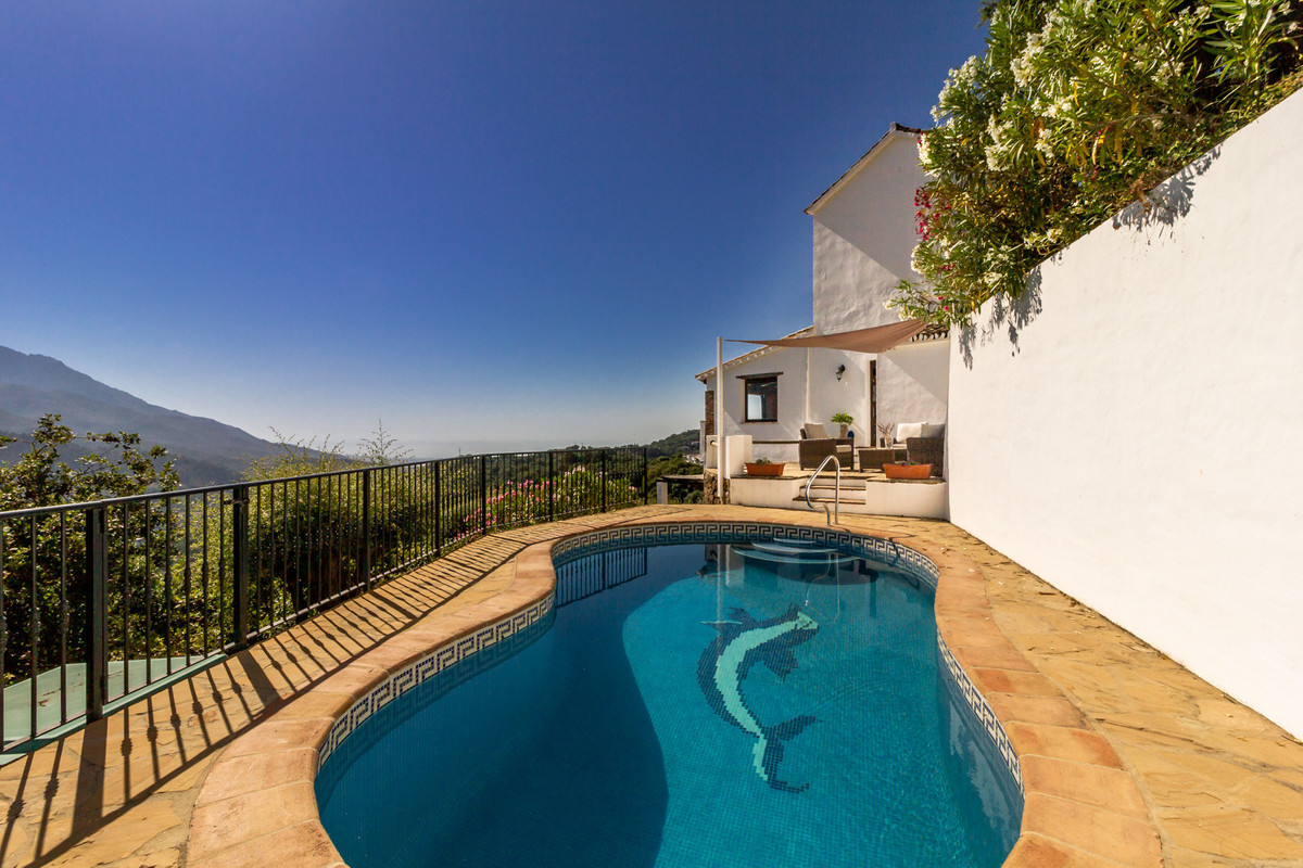 Finca for sale in Casares Montana, Casares with 3 bedrooms, 3 bathrooms, 2 en suite bathrooms and wi,Spain