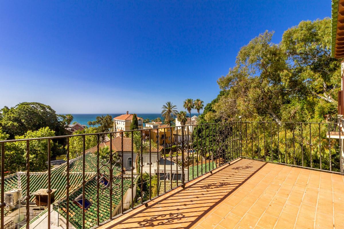 Villa for sale in Malaga - Centre, with 5 bedrooms, 5 bathrooms, 1 en suite bathrooms, the property ,Spain