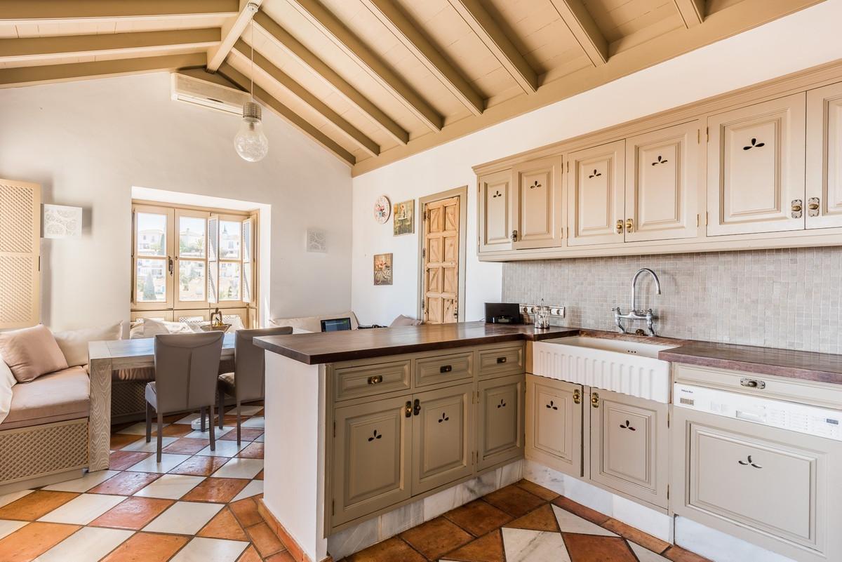 Villa con 4 Dormitorios en Venta La Heredia