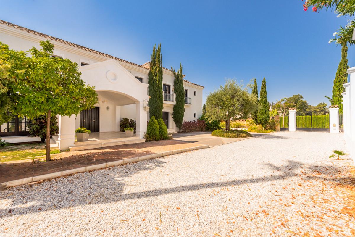 Villa for sale in Atalaya Golf, Estepona, with 5 bedrooms, 3 bathrooms, 2 en suite bathrooms, the pr,Spain