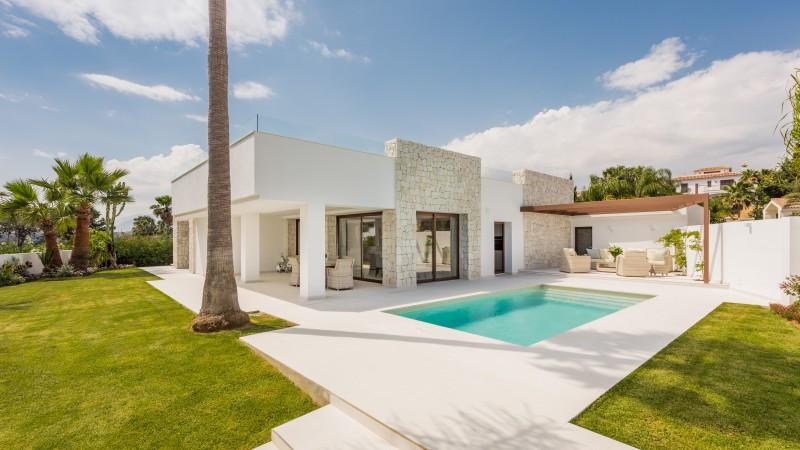 Villa for sale in El Rosario, Marbella East, with 4 bedrooms, 4 bathrooms, 4 en suite bathrooms and ,Spain