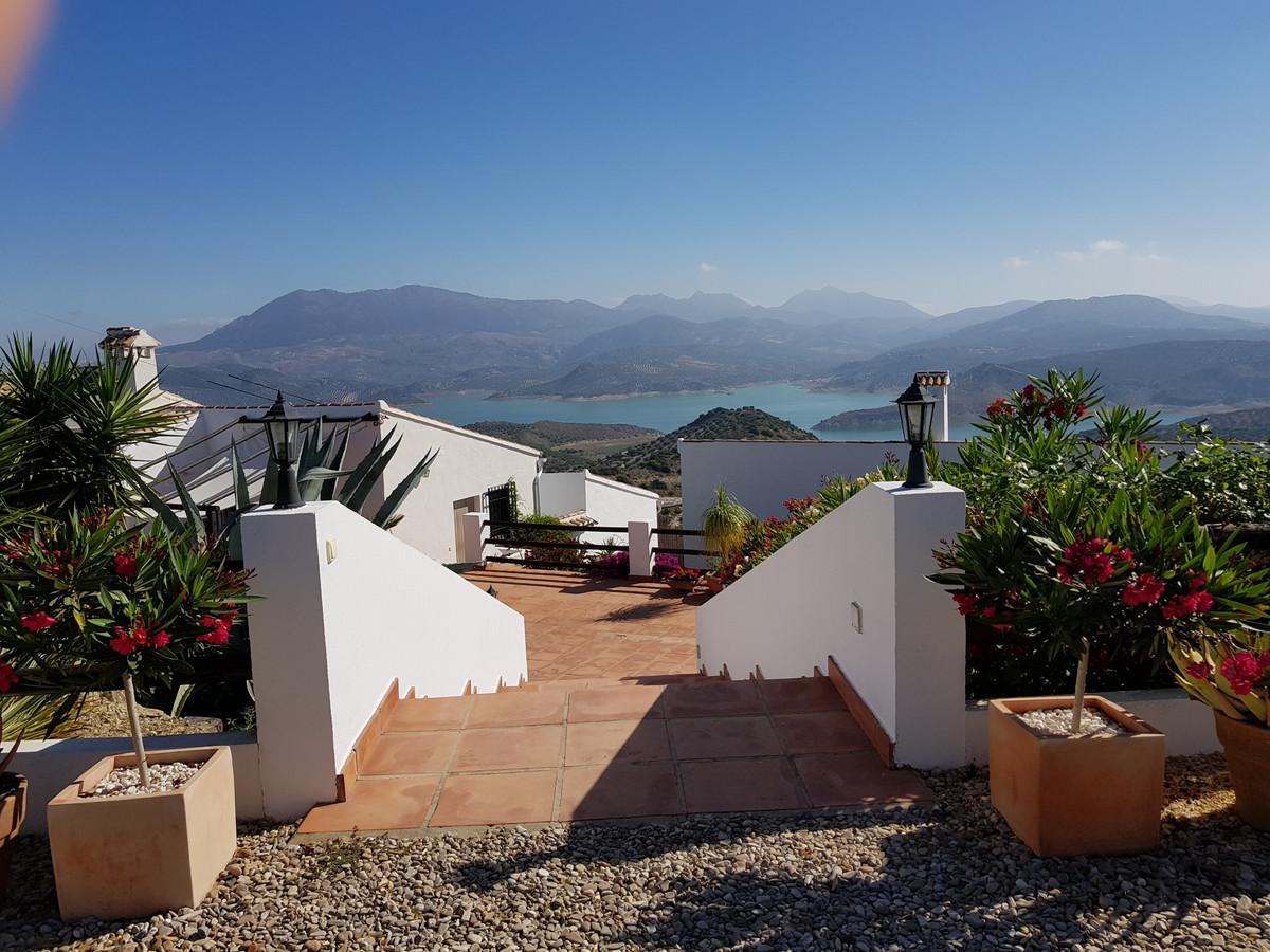 Villa for sale in Malaga with 5 bedrooms, 5 bathrooms, 5 en suite bathrooms and with orientation nor,Spain
