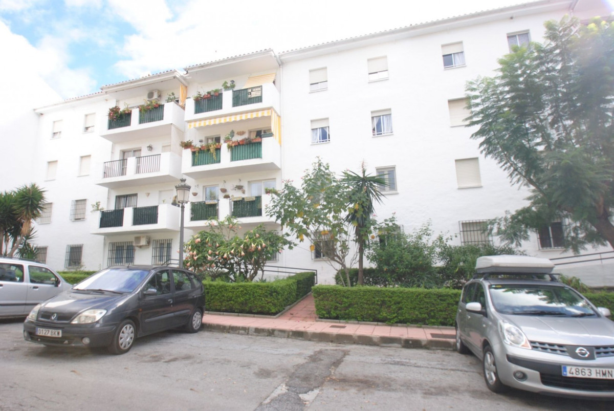 3 bedroom Apartment in Estepona, Costa del Sol image 1