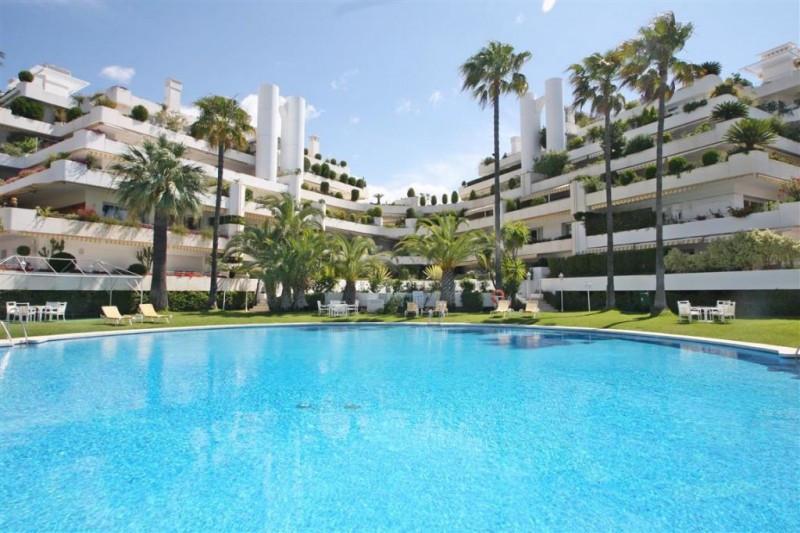 Duplex Penthouse for sale in Golden Mile, Marbella Golden Mile, with 3 bedrooms, 4 bathrooms, 4 en s,Spain
