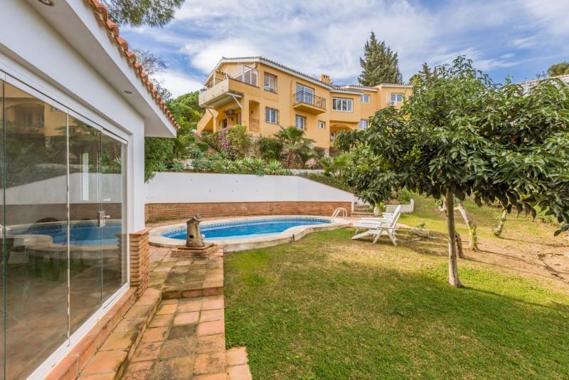 Villa for sale in Torremuelle, Benalmadena, with 6 bedrooms, 4 bathrooms, 3 en suite bathrooms, 1 to,Spain