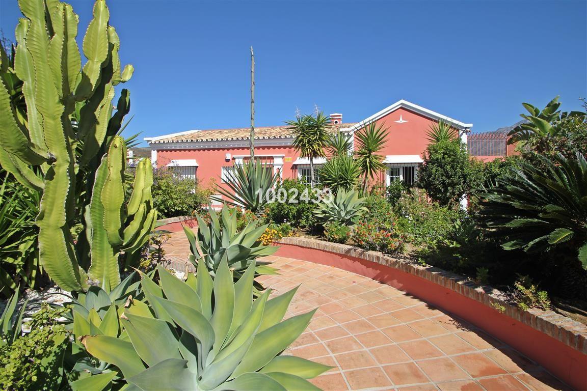 Detached Villa for sale in Nueva Andalucía R2303417