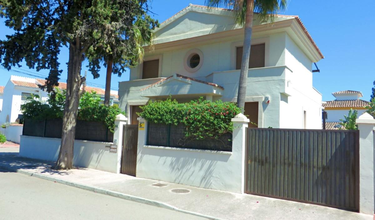 Modern impeccably presented villa located beachside in San Pedro de Alcantara. Positioned in a quiet,Spain