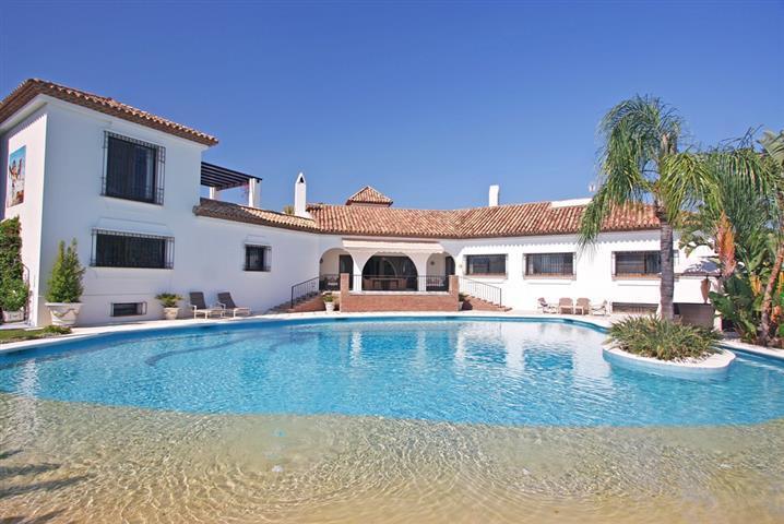 Villa for Sale in El Paraiso, Costa del Sol