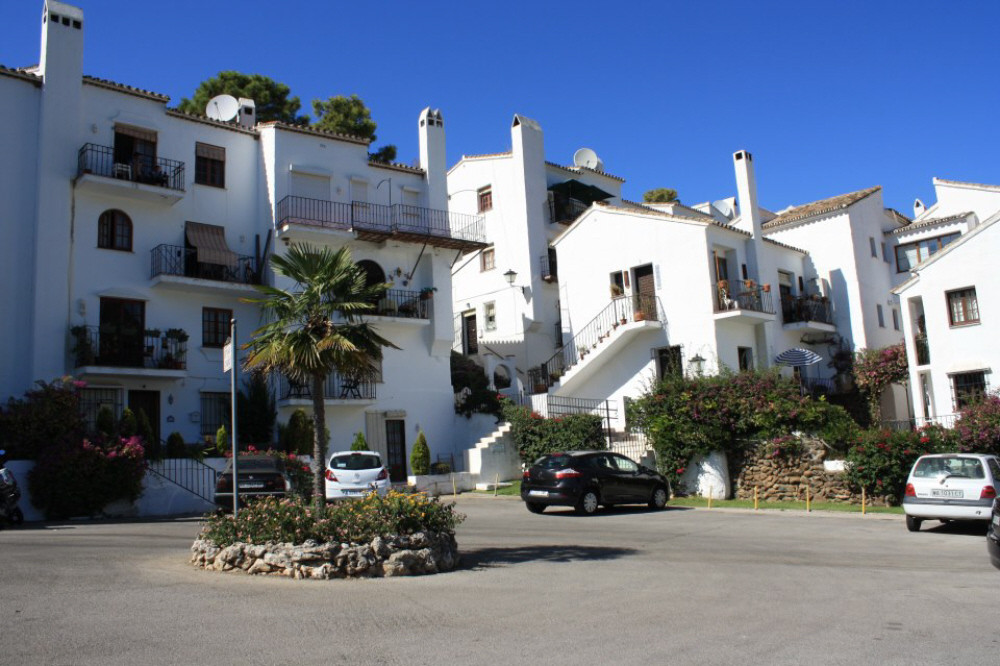 Apartment for Sale in Benahavis, Costa del Sol
